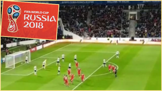 Футбольная команда на поле и Fifa world cup Russia 2018